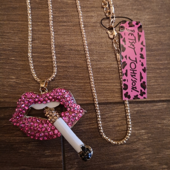 New pink golden chain cigarette mouth